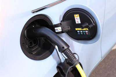 L'électrique au quotidien | Fiat 500e vs Mini Cooper SE restylée
