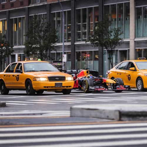 La Red Bull RB7 de 2011 en démo dans les rues de New-York