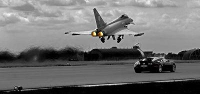 Autos contre avions