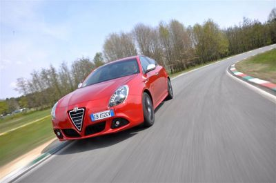 essai alfa romeo giulietta 1750 tbi quadrifoglio verde raviver la flamme. Black Bedroom Furniture Sets. Home Design Ideas