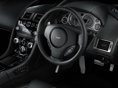 Aston Martin DB9 Carbon Black et Morning Frost