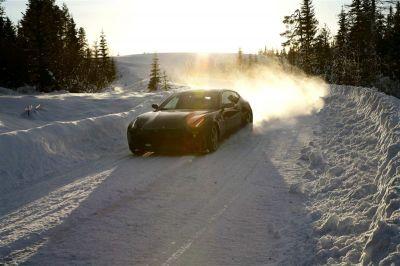 Ferrari FF dans la neige
