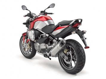 Aprilia NA 850 Mana : mi-scoot, mi-moto