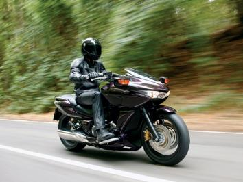 Honda DN-01 : au croisement des deux mondes