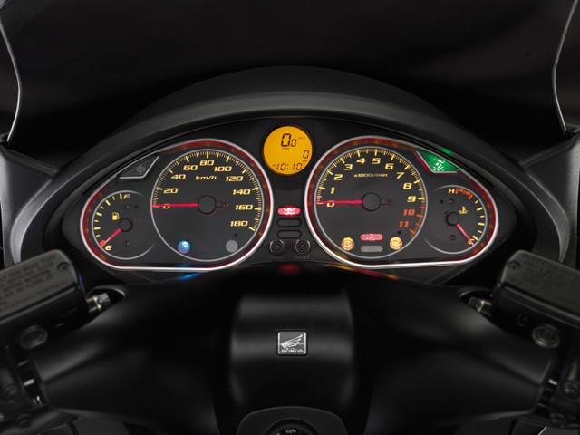 Honda SW-T400 : le Silver Wing 2009 est arrivé