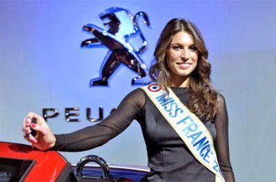 Miss France sur le stand Peugeot