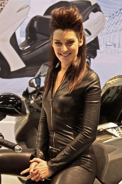 Albums photos hotesses salon moto 2011 for Hotesse pour salon