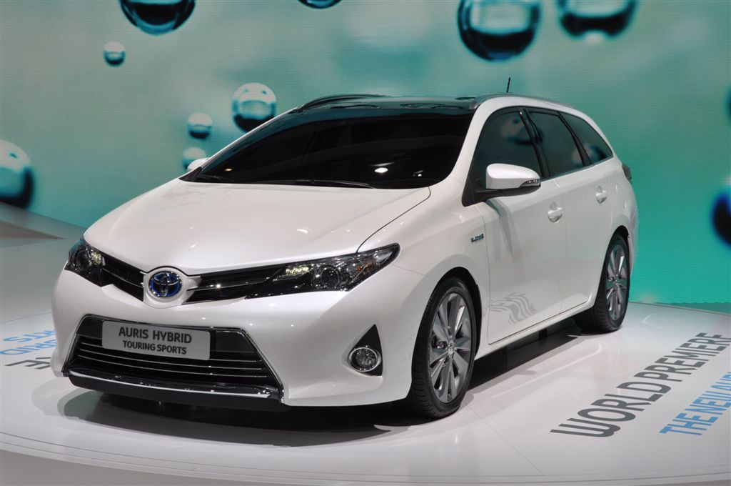 albums photos toyota auris hybrid touring sports. Black Bedroom Furniture Sets. Home Design Ideas