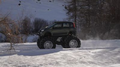 une Panda 4x4 version Monster Truck
