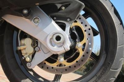 Aprilia SRV 850, du GP au Superbike !