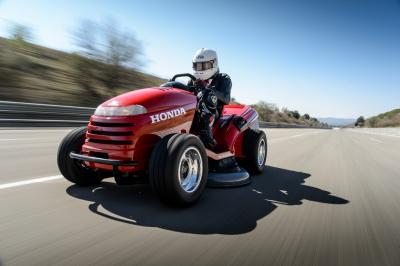 Honda Meanmower : la tondeuse la plus rapide du monde en vidéo !