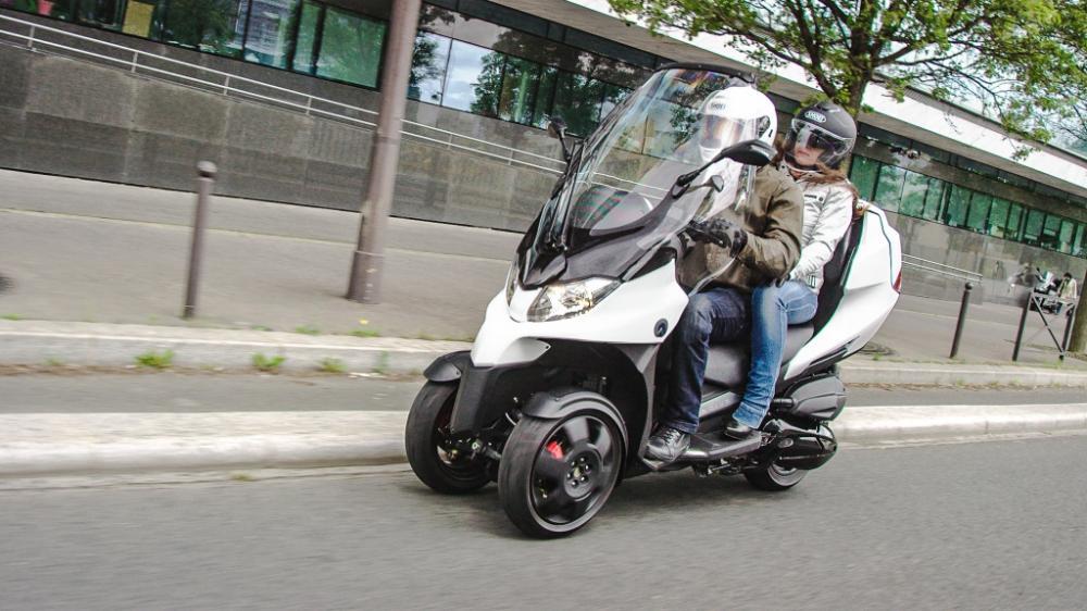 http://img4.autodeclics.com/photos/4/110699/zoom-essai-adiva-ad3.jpg