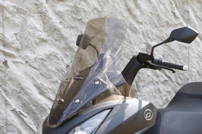 Le Daelim S3 se pare de noir mat, mais évolue aussi dessous…