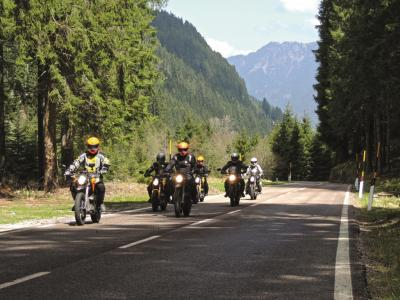 Les Alpes en moto électrique Zero avec Edelweiss Bike Travel