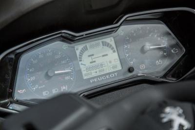 1er essai Metropolis 400i, gare au Peugeot !