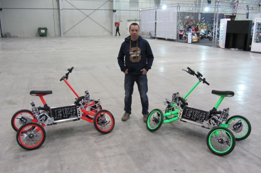 """EV4 : le """"scooter"""" électrique à 4 roues venu de Pologne"""