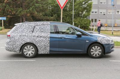 Opel Astra Sports Tourer (juillet 2015)