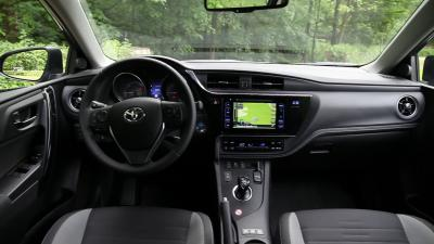 Essai comparatif Toyota Auris Hybrid vs Peugeot 308 HDi