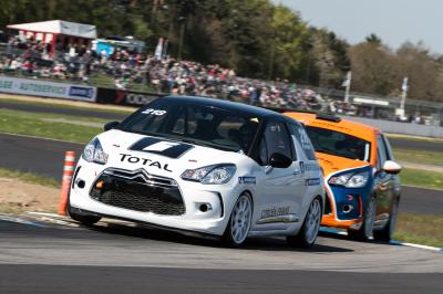 10 voitures de série transformées en voitures de course
