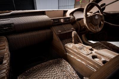 Lexus IS en carton