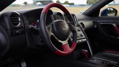 Nissan GTR vs Ferrari 458 Italia