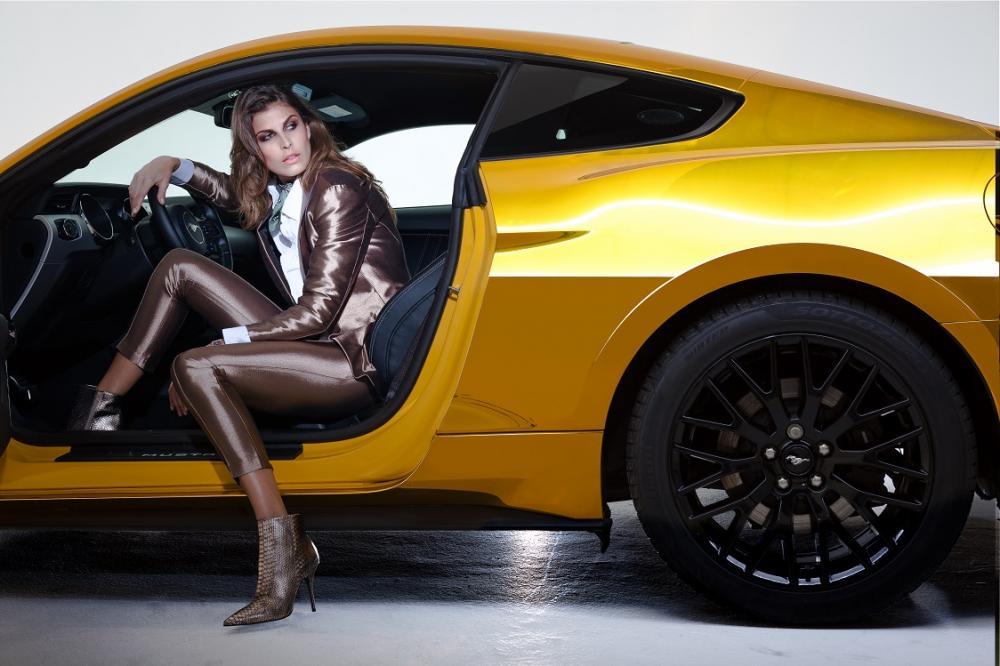 Ford Mustang et Angela Sega