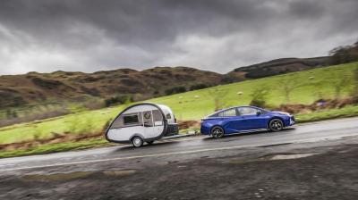 Tracter une caravane avec la Toyota Prius, c'est désormais possible
