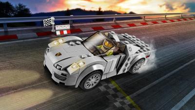 Retombez en enfance grâce à ces voitures Lego