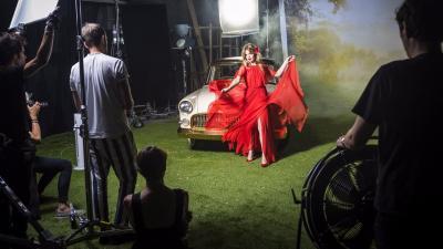 L'Opel Mokka X devient très chaud grâce à Georgia May Jagger
