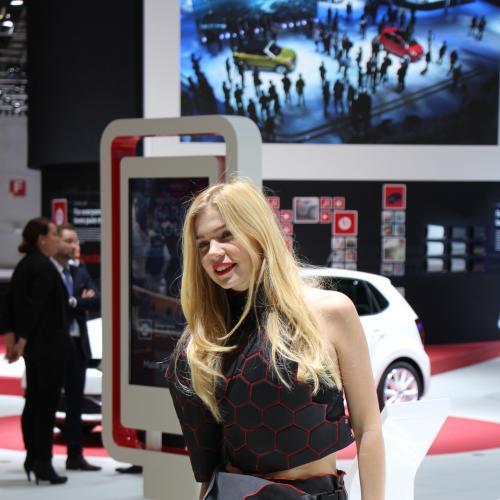 Genève 2016 en direct : les hôtesses en images