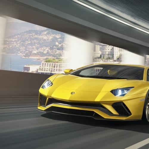 Lamborghini Aventador S (officiel)