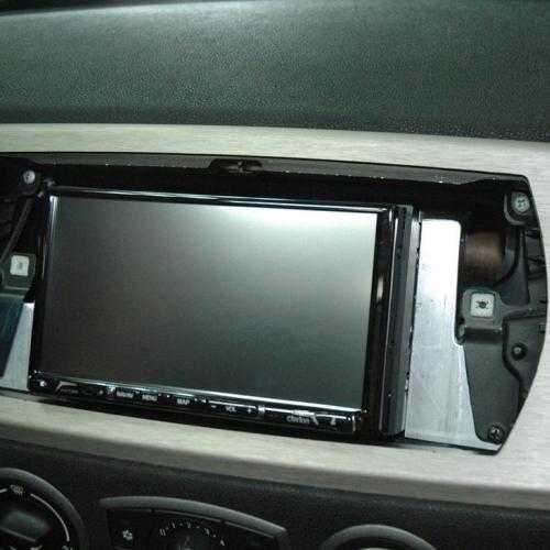 Montage Clarion NX706E sur BMW Z4