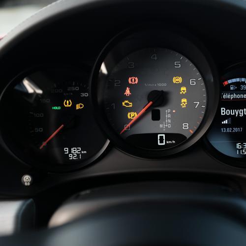 Porsche 718 Cayman S vs Audi TT RS
